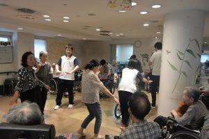 踊りの練習!