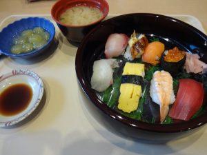昼食で御寿司